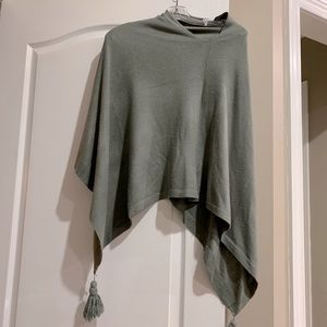 Poncho greenish grey colour